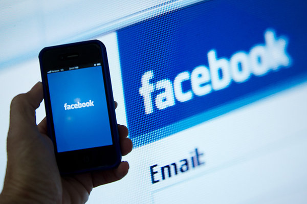 Facebook Adds 'Admin Roles' and Scheduled Posts